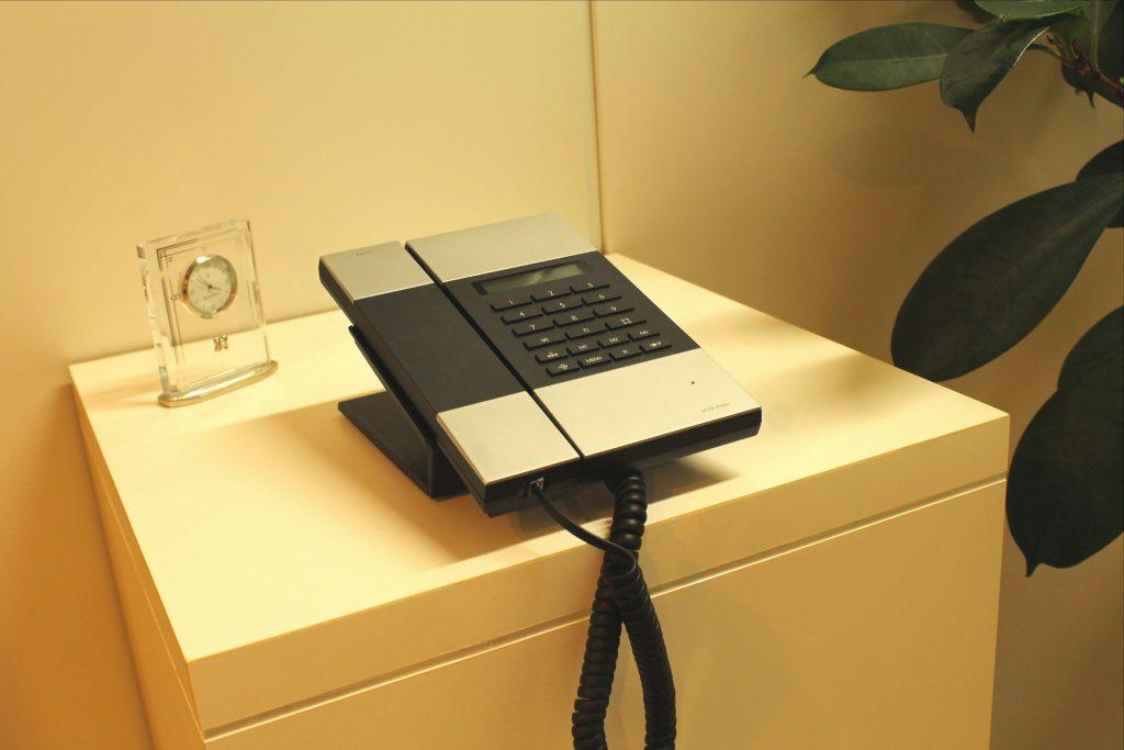 株式会社オフィスバスターズ エントランス 受付電話機