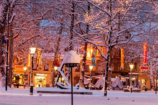 冬の夜の街